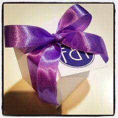 Caja de 2 macarons como detalle de agradecimiento para invitadas a una despedida de soltera