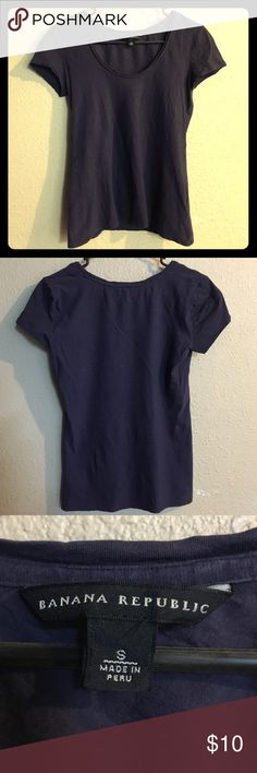 "Banana Republic T-Shirt Dark blue t-shirt. In excellent condition. Size small. Tag label ""Banana Republic"". 🍌 96% Pima cotton. 4% spandex. Banana Republic Tops Tees - Short Sleeve"
