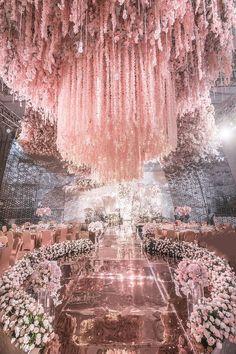 21 Wedding Decoration Images to Feast Your Eyes on - Bride-To-Be Take Notes Wedding Goals, Wedding Themes, Wedding Designs, Wedding Decorations, Big Wedding Cakes, Quince Decorations, Stage Decorations, Luxury Wedding, Dream Wedding