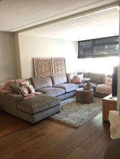 2016 MaisonManon Hengelo, hier een mooi totaal overzicht van de woonkamer. We hebben geadviseerd over de verf van #PaintingThe Past, de raambekleding van #HouseOffHappiness en de bank die hier staat is van #Bocx. Natuurlijk als laatste hebben we de mooie afstyling gedaan.