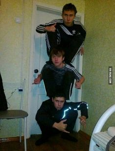Slav Level:Over Draw the squad like these slavs Stupid Funny, Haha Funny, Memes Fr, Funny Images, Funny Pictures, Photographie Indie, Draw Your Oc, Funny Poses, Draw The Squad