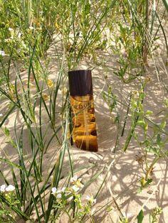 #Caudalie #Aceite #Divino #hidrata, nutre y refuerza la piel.  Caudalie Aceite Divino es un lujoso #aceiteseco que hidrata, nutre y refuerza la piel gracias a su fórmula única de aceites excepcionales (uva, hibisco, sésamo y argán) en combinación con los polifenoles antioxidantes patentados por Caudalie. Envuelve la piel con una sutil fragancia, floral besada por el sol, salpicada con matices leñosos.. #farmaconfianza #farmaciaonline