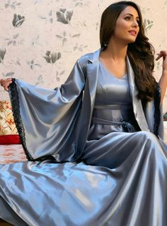 Hina Khan Biography:The actress belongs from a middle-class conservative Muslim family. Satin Saree, Satin Gown, Satin Dresses, Silk Satin, Satin Lingerie, Pretty Lingerie, Beautiful Lingerie, Pyjama Satin, Satin Sleepwear