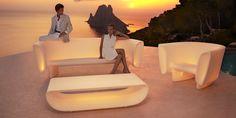 Vondom Outdoor Sofa and Loveseats. Modern Vondom Bum Bum outdoor sofa for the patio and outside room. Funky Furniture, Garden Furniture, Outdoor Furniture, Pool Furniture, Furniture Ideas, Outside Room, Ocean Sounds, New Environment, Modern Patio