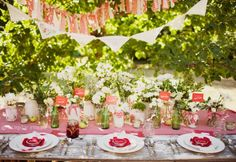 Vintage Picnic party. I'm surprised I like this but it is cute.  Simply Rosie Photography - picnic