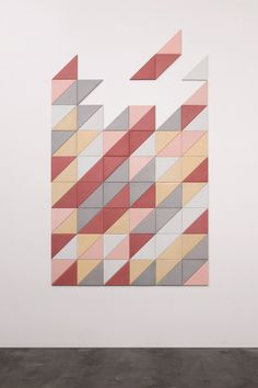 DIAGONAL TILE // TRIANGLE This time studio FILD decided to experiment with concrete colors, forms and textures, resulting in the creation of wall decorative tiles made of concrete and wood.