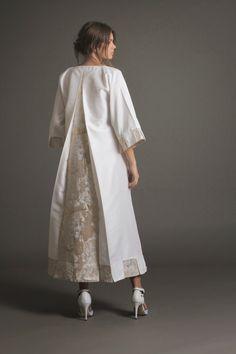 as a abaya. Abaya Fashion, Modest Fashion, Couture Fashion, Fashion Dresses, Abaya Designs, Blouse Designs, Iranian Women Fashion, Womens Fashion, Moslem Fashion