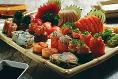 Sushi e sashimi em sistema de rodízio