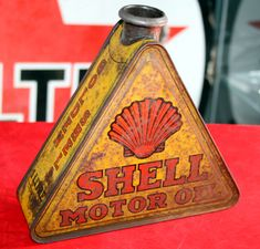 Just a car guy : a variety of interesting vintage oil cans Old Gas Pumps, Vintage Gas Pumps, Vintage Oil Cans, Vintage Tins, Advertising Signs, Vintage Advertisements, Pompe A Essence, Old Gas Stations, O Gas