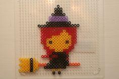 Halloween witch nabbi beads - DIY Sweden Scary Halloween Decorations, Halloween Haunted Houses, Halloween Art, Halloween Witches, Happy Halloween, Pearl Beads Pattern, Hama Beads Patterns, Beading Patterns, Perler Beads