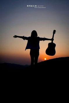 Music pictures piano 40 new Ideas Guitar Girl, Music Guitar, Playing Guitar, Ukulele, Piano Music, Girl Photo Poses, Girl Photography Poses, Creative Photography, Silhouette Fotografie