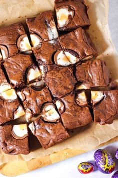 So quick and easy to make, these chocolate brownies are the perfect Easter baking treat. Inspired by Nigella's classic brownie recipe, this is your go to chocolate traybake cake. Chocolate Chip Cookies, Chocolate Brownies, Chocolate Desserts, Easter Chocolate, Cadbury Brownies, Baking Brownies, Chocolate Truffles, Chocolate Lovers, Tray Bake Recipes