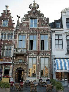 Brasserie Keizershof  Vrijdagmarkt 47 9000 Gent Google Maps Tel: 09.223.44.46