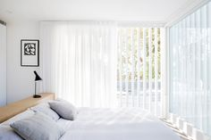 A Cozy Aussie Cottage Hides a Sleek Renovation Behind a Heritage Facade #dwell #australianhomes #homerenovations #cottage #bedroomideas Home Interior, Interior Architecture, Interior Modern, Interior Design, Cottages With Pools, Modern Bedroom, Bedroom Decor, Architects Sydney, Hm Home