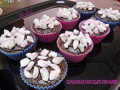 Cupcakes con chocolate y nubes
