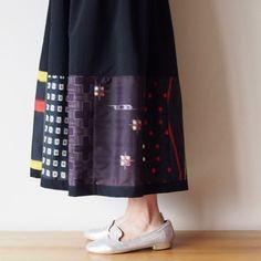 いいね!10件、コメント1件 ― RikaShioyaBoutiqueさん(@rikashioyaboutique)のInstagramアカウント: 「ブラックのパッチワークのスカートもお嫁に行きます。 … #rikashioyaboutique #kimono#kimonofashion #着物リメイク #着物#antiquekimono…」