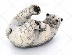 Sculpture animal  sur terre cuite : Upside Art, Ours Polaire Blanc Raku par Cécile Mulon ( Sculpture terre cuite )