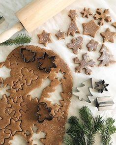 christmas aesthetic Christmas cookies C - Christmas Feeling, Noel Christmas, Merry Little Christmas, Christmas Baking, All Things Christmas, Winter Christmas, Christmas Cookies, Gingerbread Cookies, Gingerbread Men