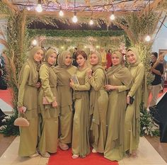 Simple Bridesmaid Dresses, Bridesmaid Outfit, Hijab Style Dress, Kebaya Dress, Shadi Dresses, The Dress, Hijab Fashion, Muslim Hijab, Style Italy