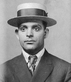 Joe Masseria | ... la Unione Siciliane para disgusto de Joe Masseria… y de Al Capone Joe Masseria, Real Gangster, Mafia Gangster, Al Capone, 1920s Gangsters, America's Most Wanted, Chicago Outfit, Guys And Dolls, Cotton Club