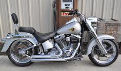 Harley Davidson - Fat Boy Lots o' Chrome! Hd Fatboy, Harley Fatboy, Harley Bikes, Harley Davidson Chopper, Harley Davidson Motorcycles, Classic Harley Davidson, Used Harley Davidson, Hd Motorcycles, Custom Harleys