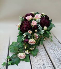 #nagrobna#nacmentarz#1listopada#napomnik#sztuczna#rozagalazkowa#chryzantema#funeralna#florystykafune - kasiaarte Casket Flowers, Grave Flowers, Funeral Flowers, Funeral Floral Arrangements, Modern Floral Arrangements, Grave Decorations, Flower Decorations, Funeral Caskets, Funeral Sprays