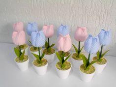 Lembrancinha vasinho com tulipa em tecido Ideal para lembrancinha de aniversário, casamento, maternidade Escolha cor que confeccionamos pra você.  Pedido Minimo: 20 unidades R$ 3,11
