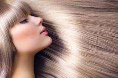 Düz ve ışıltılı saçlara sahip olmanız için evde uygulayabileceğiniz tüm çözümleri saçları düzleştirmek için doğal yöntemler yazısında ele aldık.