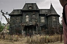 16 Scariest Haunted Houses In America Business Insider Creepy Houses – Midouza Haunted Houses In Texas, Scary Haunted House, Creepy Houses, Spooky House, Scary Movies, Horror Movies, Horror Film, Pennywise Film, Netflix