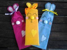 Saquinho em feltro para colocar guloseimas de Pascoa,ou para lembrancinha para festa.Varias cores disponiveis.