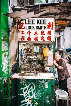 Central District, Hong Kong, The Locksmith