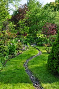 Here is a great example of how you can do so much with so little. Tend to your garden, liven it up with some colorful plants and lush trees, and dig a narrow trench to fill with rocks for your dry creek river. Simple, effective, and unique. River Rock Landscaping, Large Backyard Landscaping, Country Landscaping, Landscaping With Rocks, Landscaping Tips, Luxury Landscaping, Landscaping Software, Backyard Ideas, Landscaping Contractors