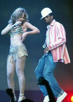 Beyonce performing with Usher