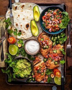 Traeger Chicken, Mexican Food Recipes, Dinner Recipes, Ethnic Recipes, Food Porn, Tasty, Yummy Food, Food Platters, Love Food