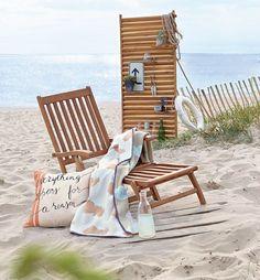 Egal ob für den Garten oder am Strand: Ein Klassiker aus naturfarbenem Eukalyptusholz. Zusammenklappbar und outdoorfähig.