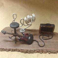 Porta biglietti da visita fatti a mano / handmade business card stand. Miniature: chitarra elettrica. / electric guitar. Wizzy Art di Tiziana Candito  Polymer clay, fimo handmade