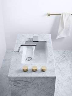... freestanding marble washbasin, removable spout...practicle for hair and face washing !