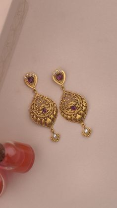 Stud Earrings, Chandeliers, and More! Choose from the extensive collection of earrings crafted to suit the wedding day. Gold Ring Designs, Gold Bangles Design, Gold Jewellery Design, Antique Jewellery, Gold Jhumka Earrings, Jewelry Design Earrings, Gold Earrings Designs, Gold Wedding Jewelry, Gold Jewelry Simple