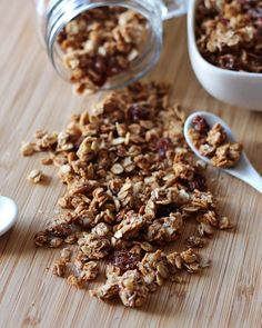 It& time for healthy breakfast - almond butter granola with shredded coconut and sweetened with only honey. This is a cinnamon-raisin flavor version but you can easily adapt it for your taste preference with different nuts or dried fruit. Quick Healthy Snacks, Healthy Bars, Wheat Free Recipes, Dairy Free Recipes, Gluten Free, Vegan Recipes, Muesli, Brunch Recipes, Sweet Recipes