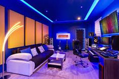 7 home studios that use LED lights to their maximum potential. Get ideas on how to use LED lighting for your music studio. We include 7 LED light options you can use to elevate your music studio setup. Home Studio Musik, Music Studio Room, Studio Setup, Studio Desk, Configuration Studio, Best Pc Setup, Arquitectura Wallpaper, Led Stripes, Gaming Room Setup