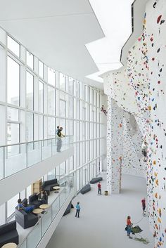 School Bouldering And Climbing Centre - Picture gallery
