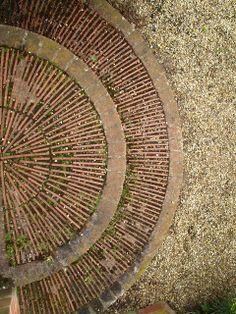 slate paving detail, East Ruston Old Vicarage Slate Garden, Garden Paving, Garden Paths, Pergola Garden, Lanscape Design, Paving Design, Slate Paving, Brick Paving, Paving Pattern