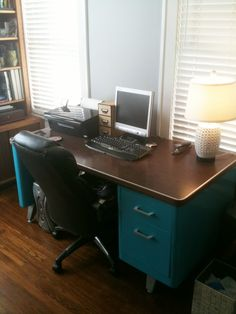 12 Office Desk Redo Ideas for you to renovate your Work space! Metal Desk Makeover, Desk Redo, Diy Desk, Furniture Makeover, Diy Furniture, Furniture Plans, Furniture Design, Refurbished Furniture, Repurposed Furniture