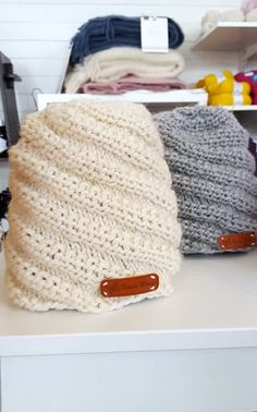 Helppo neulottu kierrejoustinpipo Diy Clothes Accessories, Diy Crochet And Knitting, Quick Knits, How To Purl Knit, Marimekko, Handicraft, Knitted Hats, Needlework, Knitting Patterns