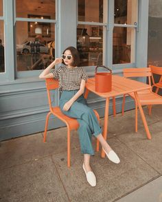 Likes, 64 Comments - Vivid Wu Korean Fashion Trends, Korea Fashion, Asian Fashion, Best Photo Poses, Fashion Photography Poses, Shooting Photo, Look Vintage, Ulzzang Fashion, How To Pose