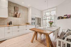 HOME: kuchnia z białymi meblami