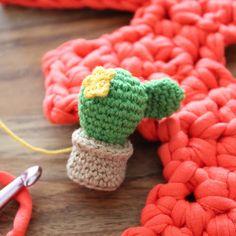 Not 2 late to craft: 3er blog-aniversari: cactus de ganxet patró gratuït / Three years blog anniversary: crochet cactus free pattern