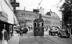 De Breestraat nabij het kruispunt Gangetje, Hogewoerd, Korevaarstraat, Steenschuur (eind jaren '50).