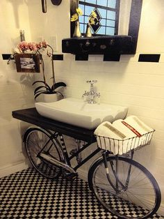 What a genius of an idea this bicycle sink stand is. Bicycle Sink, Bike, Bicycle Bar, Deco Originale, Home Staging, Reuse, Upcycle, Diy Furniture, Bathroom Furniture