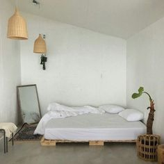 45 Minimalist Bedroom Decor Ideas for Small Rooms. minimalist bedroom boho Find out more at the image link. Boho Bedroom Decor, Home Bedroom, Bedrooms, Modern Bedroom, Room Interior, Interior Design, Minimalist Room, Aesthetic Rooms, Deco Design